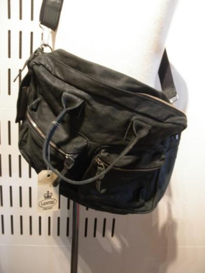 <Badhiya> w pocket boston bag