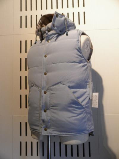 <インパクティスケリー> REVERSE HOODED DOWN VEST